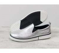 Легкие кожаные мокасины серебряного цвета на прорезиненной подошве черно-белого цвета, Весенняя коллекция от Джино Фиджини Т-1925-01