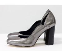 Шикарные туфли из натуральной кожи цвета никель, на устойчивом глянцевом каблуке черного цвета с геометрическим рисунком, Лимитированная серия, Т-17423/1-07