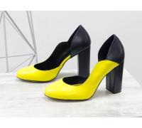 Женские туфли на обтяжном каблуке из натуральной кожи желто-горчичного цвета в сочетании с гладкой кожей темно-синего цвета, на устойчивом каблуке, Лимитированная серия, Т-17423/2-03