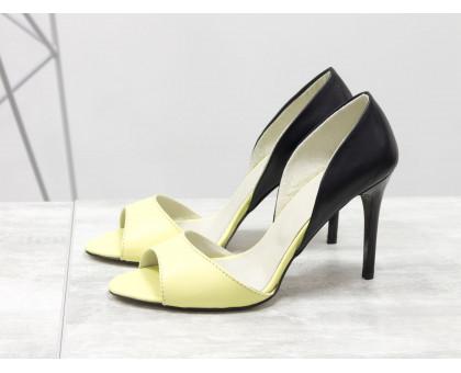 Босоножки из натуральной кожи желтого цвета в сочетании с черной кожей, на глянцевом каблуке-шпилька, С-704-32