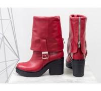 Яркие высокие ботиночки из плотной натуральной кожи красного цвета с широким отворотом и металлической  молнией на устойчивом не высоком каблуке, Б-1790-04
