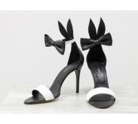 """Босоножки с ушками """"Bunny"""" на шпильке из натуральной кожи черного и белого цвета, с игривым бантиком на щиколотке, коллекция Весна-Лето, С-706-03"""