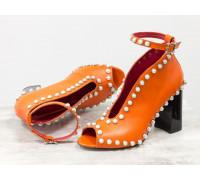Дизайнерские туфли с открытым носиком из натуральной кожи оранжевого цвета, по линиям изгиба расшиты жемчужными полусферами, на устойчивом глянцевом черном каблуке, Лимитированная серия, TM Gino Figini, Т-17420-04
