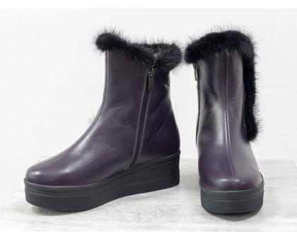 Классические высокие ботинки женские из натуральной кожи фиолетового цвета со вставкой из натуральной норки, на удобной не высокой танкетке, Коллекция Осень-Зима, Б-17123-03