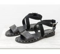 Легкие черные босоножки из натуральной кожи с текстурой питон и мягкой замши, на удобной подошве с металлическими шипами по периметру,  С-658-05