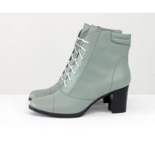 Ботинки со шнуровкой на устойчивом каблучке из натуральной гладкой кожи серо-голубого цвета, Коллекция Осень-Зима,  Б-157-24