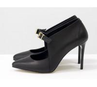Туфли на каблуке шпильке из натуральной кожи черного цвета с ремешком и ярким камнем, Новая коллекция от Джино Фиджини С-1706-04
