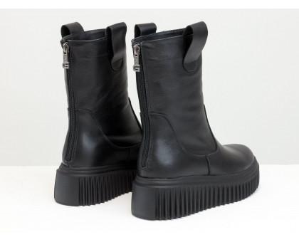 Высокие ботинки черного цвета из натуральной кожи, на зимней рифленой подошве платформе, коллекция Осень-Зима от Gino Figini, Б-2166-01