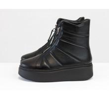 Стеганые женские кожаные ботинки на молниях, выполнены из натуральной кожи черного цвета, на платформе, Коллекция Осень-Зима от Джино Фиджини, Б-2177-01
