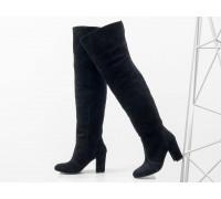 Ботфорты свободного одевания черного цвета, на невысоком устойчивом каблуке, выполнены из натуральной замши, Коллекция Осень-Зима 2018-2019, М-18127