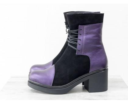 Ботинки на шнурках из натуральной замши черного цвета со вставками из текстурированной фиолетовой кожи с перламутром, на устойчивом, невысоком каблуке черного цвета, Коллекция Осень-Зима, Б-1607-01