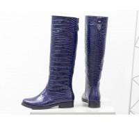 Эксклюзивные женские сапоги свободного одевания из натуральной блестящей кожи синего цвета с текстурой крокодил, на невысоком каблуке, Коллекция Осень-Зима от Джино Фиджини, М-17350-04