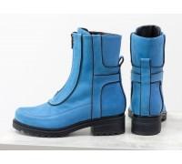Модные высокие дизайнерские ботинки в голубой замше и отделкой из черной коже на утолщенной брутальной подошве на невысоком каблуке, Б-1821-02