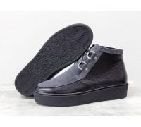 Стильные женские ботинки из натуральной кожи флотар черного цвета и замши серого цвета на шнуровке, в стиле Chukka Boots, на удобной прорезиненной подошве черного цвета, Б-17111-10