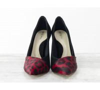 Туфли Лодочки на шпильке из натуральной замши черного цвета, и вставками из меха пони шикарного леопардового принта, укомплектованы стелькой бежевого цвета с поддерживающим эффектом, Лимитированная серия,  Т-1701/4-02