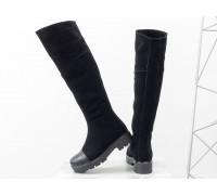 Высокие женские сапоги из натуральной замши и носиком из натуральной кожа черного цвета на тракторной подошве, М-19111-01
