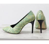 Яркие туфли на шпильке из эксклюзивной натуральной кожи салатового и золотого цвета с текстурой змея, коллекция Весна-Лето , Т-1701-20