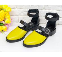 Красивые женские Туфли из натуральной кожи горчичного цвета и черной матовой кожи, на застежках - ремешках, на невысоком каблуке, Д-23-16