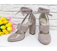Яркие дизайнерские туфли из натуральной кожи бежевого цвета  с блеском на устойчивом обтяжном каблуке, сверху предусмотрен ремешок,  Лимитированная серия, Д-19-03