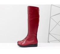 Шикарные высокие сапоги из натуральной кожи ярко-красного цвета, с отделкой черного цвета и металлической молнией, на невысокой танкетке, Коллекция Осень-Зима, М-111-19