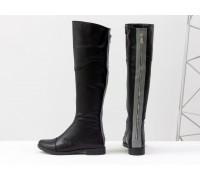 Высокие сапоги из натуральной кожи классического черного цвета со вставками из кожи серого цвета и металлической молнией, на удобном невысоком каблуке, М-111-33