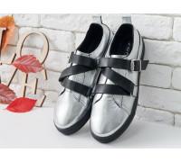 Стильные Кеды из натуральной кожи серебряного цвета в комбинации с черным кожаным ремешком на утолщенной черной подошве, Т-17022-04