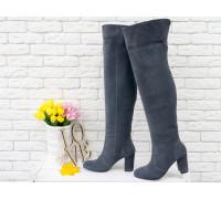 Ботфорты свободного одевания темно-серого цвета, на невысоком устойчивом каблуке, выполнены из натуральной замши, Коллекция Осень-Зима 2018-2019, М-18127-10