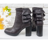 """Игривые ботинки на устойчивом каблуке, выполнены  в коричневой коже с отделкой в виде 3-х ярусной """"юбочки"""" над каблучком, Б-1819-02"""