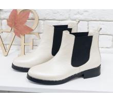 Ботинки Челси свободного одевания  из натуральной кожи флотар молочного цвета с перламутром на не высоком каблуке, с широкой черной резинкой, Б-1788-08