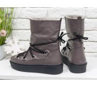 Зимние высокие ботиночки Луноходы в стиле Moon Boot из натуральной кожи грязно-сиреневого цвета, на прорезиненной утолщенной подошве черного цвета, Б-17112-06
