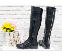 Шикарные Ботфорты из натуральной кожи черного цвета с текстурой питон, на не высоком каблуке, Коллекция Осень-Зима, М-111-18