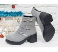 Ботинки из натуральной замши светло-серого цвета с серебряными ремешками и застежками на черной устойчивой подошве, Коллекция Осень-Зима, Б-1668-06