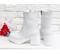 Эксклюзивные женские ботинки из натуральной матовой кожи белого цвета с текстурой питон на молнии на удобной подошве белого цвета, Коллекция Осень-Зима, Б-1953-02