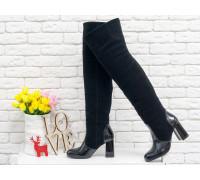 Ботфорты свободного одевания черного цвета, на невысоком устойчивом каблуке, выполнены из блестящей кожи с текстурой питон и замши, Коллекция Осень-Зима 2018-2019, М-18127-14