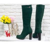 Сапоги женские из натуральной замши насыщенного зеленого цвета на молнии с ремешком из кожи на устойчивом каблуке, Коллекция Осень-Зима, М-410-06