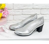 Женские классические туфли из натуральной кожи серебряного цвета на устойчивом невысоком каблуке, Т-200-07