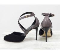 Туфли с ремешками на каблуке-шпилька, из натуральной замши черного цвета и кожи грязно-сиреневого цвета, коллекция Весна-Лето, С-17043/2-01