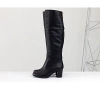 Ботфорты женские из натуральной кожи черного цвета на устойчивом не высоком каблуке, коллекция осень-зима, М-123-02