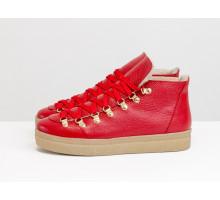 Спортивные ботинки ярко-красного цвета, из натуральной коже флотар, с большими металлическими подшнуровками и с красными шнурками, на прорезиненной бежевой подошве, Б-17406-03
