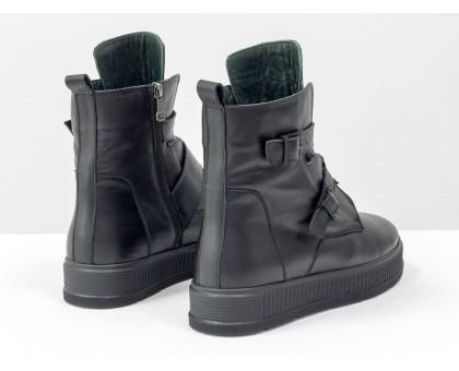 Женские черные кожаные Ботинки с ремнями на каждый день, выполнены на прорезиненной, ребристой по бокам, черной подошве, коллекция Осень-Зима, Б-17460-01