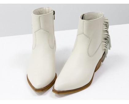 Дизайнерская обувь от Gino Figini. Эксклюзивные казаки с бахромой молочного цвета из натуральной лицевой кожи производства Италия, на устойчивом скошенном каблуке, Новая коллекция от ТМ Gino Figini, Б-19141-02