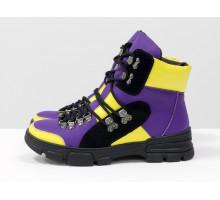 Ботинки на шнуровке из яркой кожи фиолетового и ярко-желтого цвета со вставками из черной замши, на утолщенной черной подошве и необычной шнуровке, Новая коллекция Осень Зима от Джино Фиджини,  Б-1990-02