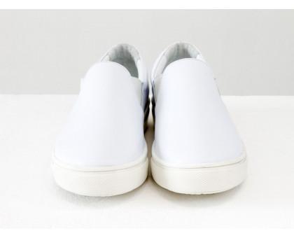 Яркие мокасины из натуральной гладкой кожи белого цвета на прорезиненной белой подошве, весенняя коллекция от Джино Фиджини, Б-442-43