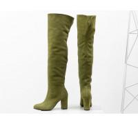 Ботфорты свободного одевания на невысоком устойчивом каблуке, выполнены из натуральной замши оливкового цвета, Коллекция Осень-Зима, М-18127-17