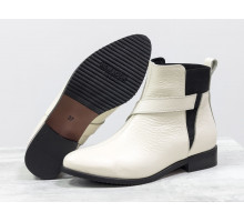Ботинки свободного одевания молочного цвета из натуральной кожи на низком ходу, с широкой черной резинкой, на удобном невысоком каблучке,  Б-17358/1-05