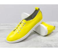 Легкие кеды на шнуровке из натуральной кожи флотар ярко-желтого цвета на белой эластичной подошве, Т-17412-16
