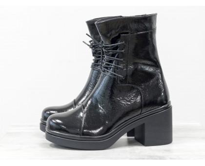 Нарядные Ботинки на шнурках  в черной лаковой коже на устойчивом, не высоком каблуке черного цвета, Б-1607-05