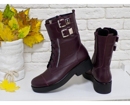 Ботинки из натуральной кожи бордового цвета, на металлической молнии с ремешками и застежками на черной устойчивой подошве, Коллекция Осень-Зима, Б-1667