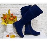Высокие женские сапожки из натуральной замши насыщенного синего цвета, на удобном не высоком каблучке, М-102