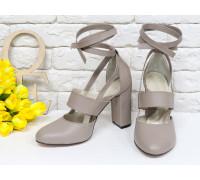 Яркие дизайнерские туфли из натуральной кожи бежевого цвета на устойчивом обтяжном каблуке, сверху предусмотрен ремешок,  Лимитированная серия, Д-19-02